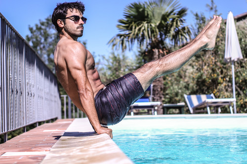 En forma en la piscina: cinco ejercicios para hacer en el agua, además de nadar