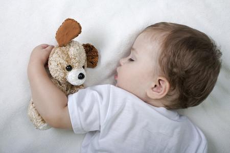 Anya, la bebé que duerme durante días a causa de una extraña enfermedad