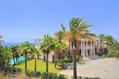 Espectacular mansión de inspiración toscana en Los Monteros (Málaga)