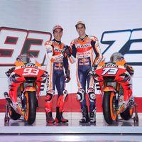El Repsol Honda muestra la moto con la que Marc Márquez tratará de igualar en mundiales a Valentino Rossi
