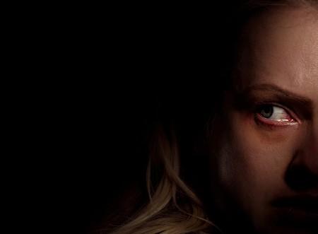 'El hombre invisible': una notable actualización de Blumhouse que se apoya en una gran Elisabeth Moss