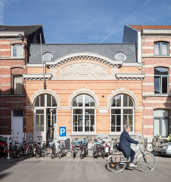 Atelier Vens Vanbelle Builds A Family House Hidden Behind A 1908 School Facade In Belgium 3
