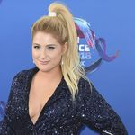 Las celebrities rompen una norma beauty en los Teen Choice Awards 2018: el scrunchie es tendencia