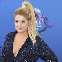 Las celebrities rompen una norma beauty en los Teen Choice Awards 2018: el scrunchie es tendencia