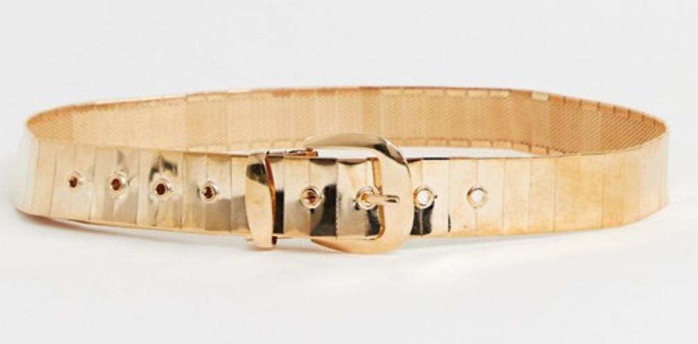 Cinturón dorado con detalle metálico de New Look