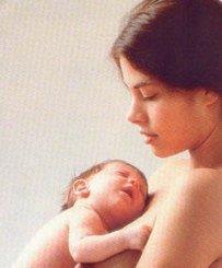 La separación del bebé y la madre tras el parto repercute negativamente en la Lactancia Materna