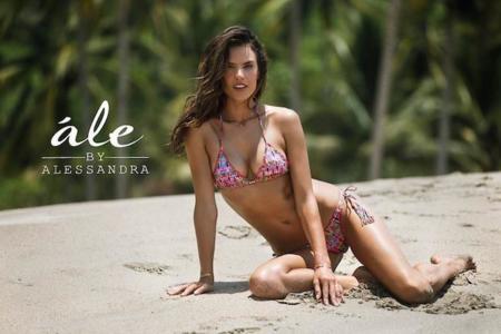 No podía ser de otro modo: los bikinis de Alessandra Ambrosio a ella le sientan como un guante