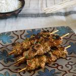Pinchos morunos caseros: receta fácil de carne adobada para la plancha o la barbacoa