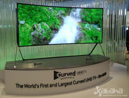 Y al final Samsung se atrevió a lanzar su televisor curvo que también se pone recto