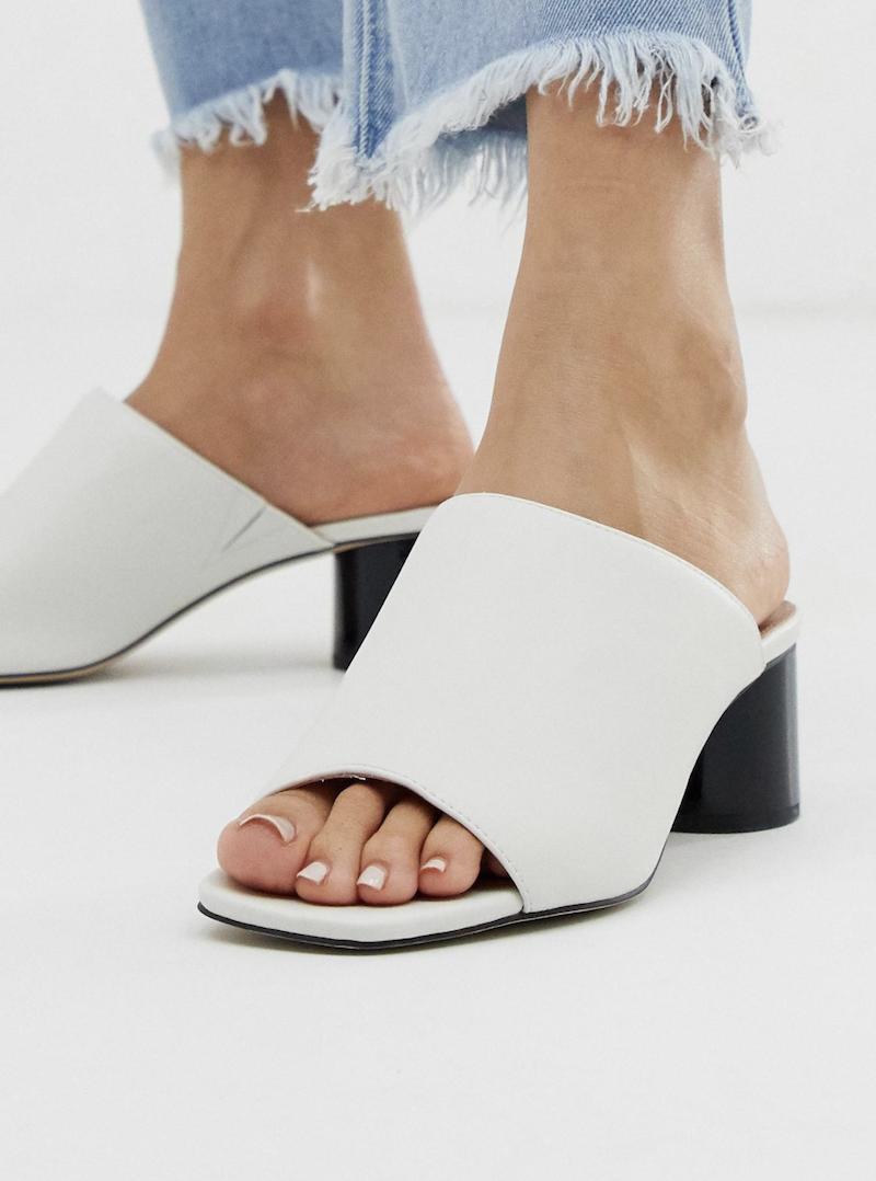 Sandalias de efecto cuero blanco con tacón en contraste Mila de Office