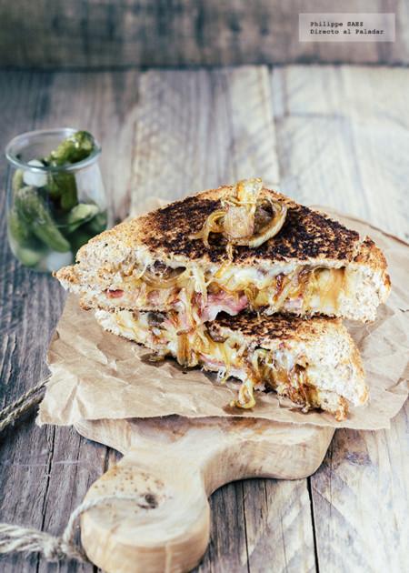 Sándwich de cebolla caramelizada, jamón serrano y queso Gouda. Receta