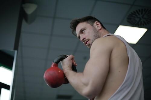 Algunos ejercicios para trabajar nuestros brazos sin necesidad de usar pesas