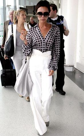 Victoria Beckham impecable en su look de viaje