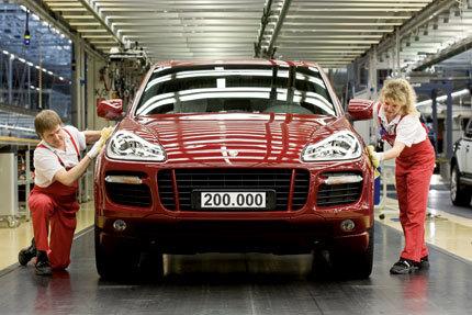 Sale de fábrica el Porsche Cayenne número 200.000