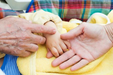El bebé de nueve meses que recibió un pedacito de su abuela para sobrevivir