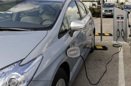 Toyota impulsa la tecnología de recarga de baterías para híbridos y eléctricos