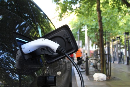Los conductores jóvenes no quieren coches eléctricos (de momento), según un estudio