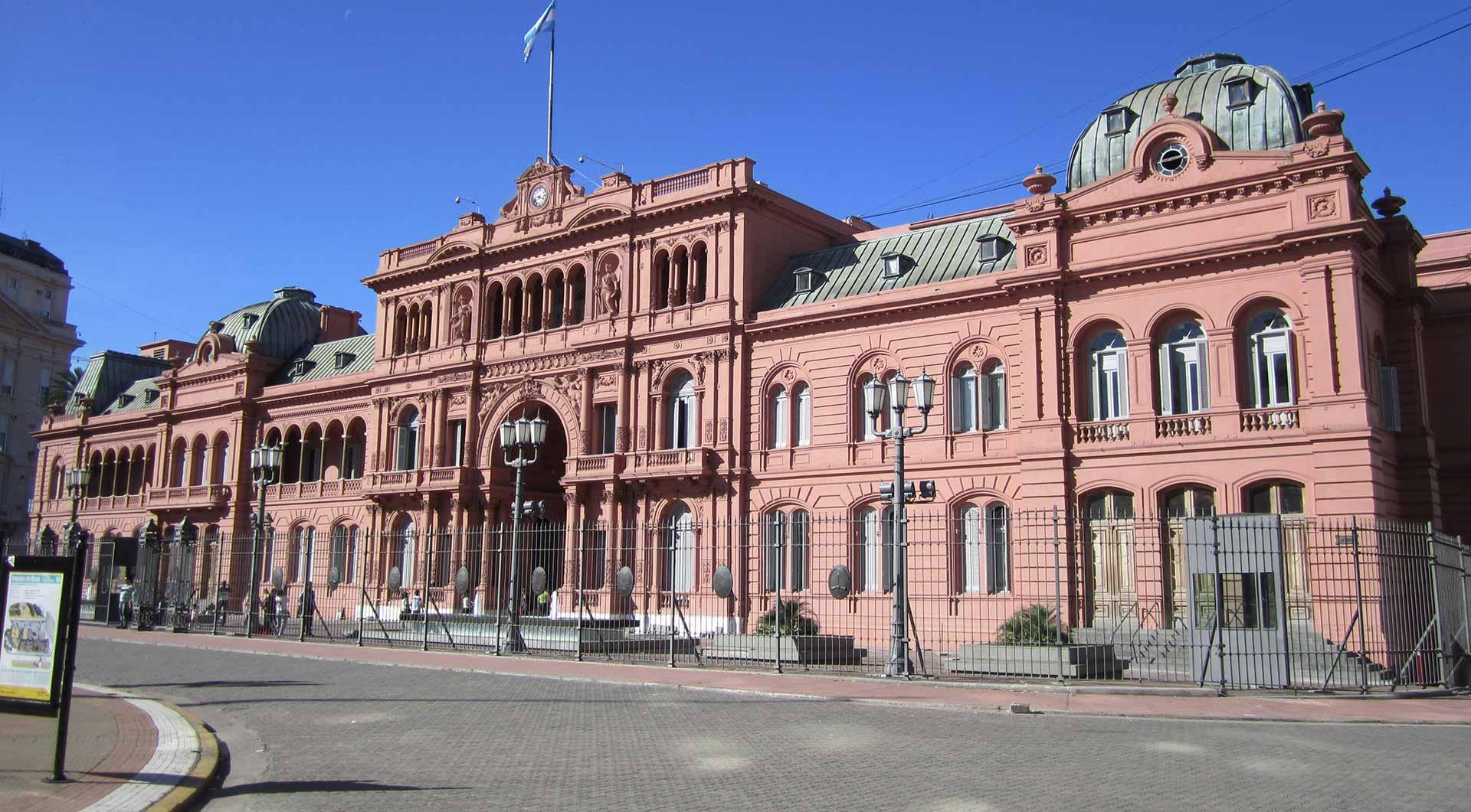Un poco de historia de buenos aires la casa rosada for Casa argentina