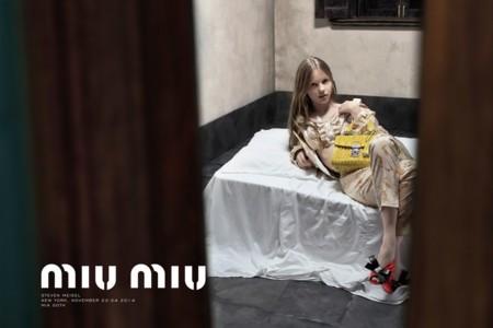 La censura toca a la puerta de la última campaña de Miu Miu