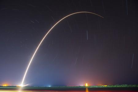 SpaceX repite la hazaña, su cohete Falcon 9 logra aterrizar en la plataforma flotante