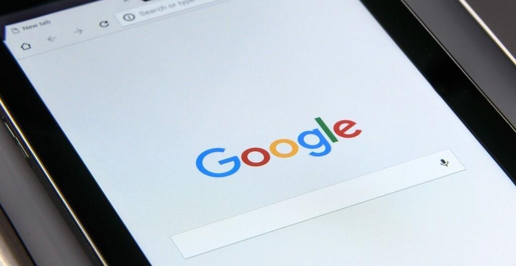 CEDRO anuncia una demanda contra Google en España por Discover: los editores agrupados quieren una recompensa por utilizar sus noticias