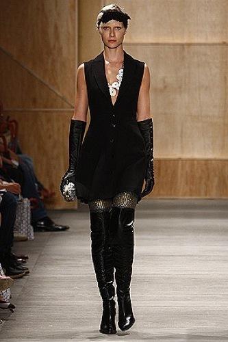 Alexandre Herchcovitch Otoño-Invierno 2009/2010 en la Semana de la Moda de Sao Paulo de negro