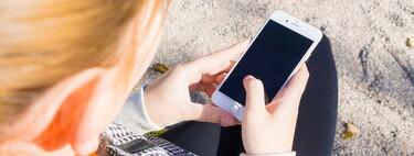 La Unión Europea permitirá que las plataformas vigilen conversaciones privadas para detectar abusos sexuales a menores