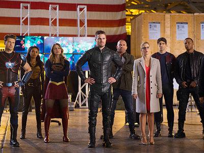 Primeros detalles y genial póster de 'Crisis on Earth-X', nuevo crossover de los superhéroes de The CW