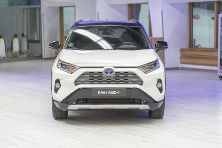 Toyota RAV4 Hybrid AWD-i frontal