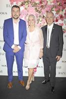 Qué gran presentación del perfume Rosa de Tous entre tantas famosas