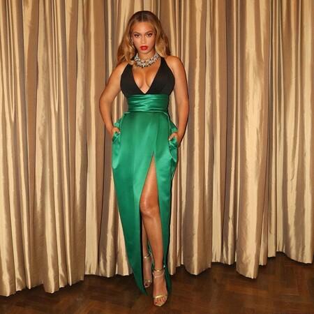 Beyonce Look Gala Verde Negro 2021 02