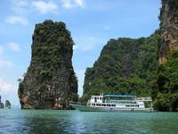 Phuket: menos playa y mas centros comerciales para los turistas rusos y chinos