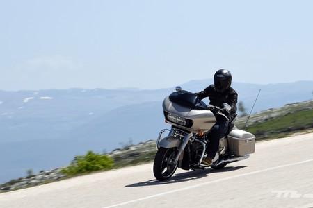 Probamos las Harley-Davidson Street Glide y Road Glide: mototurismo premium con olor a barbacoa