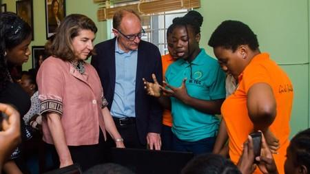 """Tim Berners-Lee, el padre de internet, en el 31 aniversario de la WWW: """"la web no está sirviendo a las mujeres y a las niñas"""""""