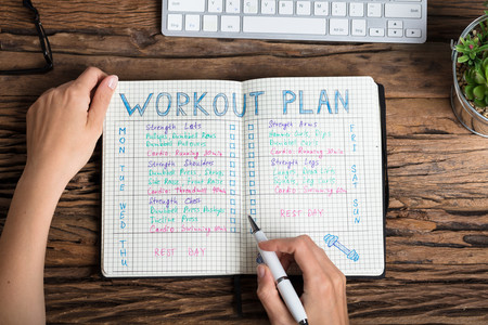 Así es como un diario de entrenamiento te ayuda a progresar en el gimnasio: todo lo que tienes que apuntar en él