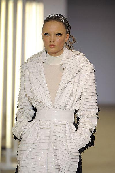 Foto de Gareth Pugh en la Semana de la Moda de París Primavera-Verano 2009 (18/28)