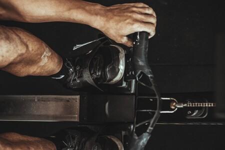 Entrenar cardio, fuerza y resistencia en casa (y a la vez) es posible con esta máquina de remo rebajadísima en Amazon
