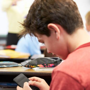 Los móviles estarán prohibidos en los colegios e institutos de Madrid a partir del próximo curso 2020-2021
