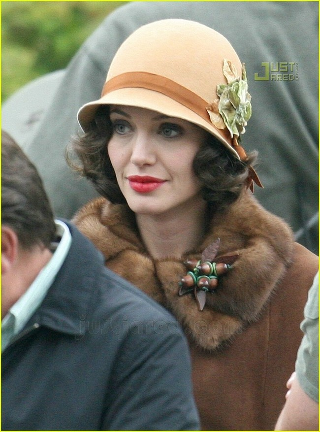 Foto de Angelina Jolie en el set de 'The Changeling' de Clint Eastwood (2/14)