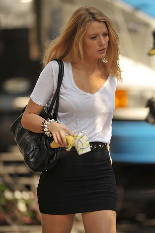 30108_celeb-city_org-the_elder-blake_lively_2009-07-22_-_on_the_set_of_gossip_girl_924_122_11lo.jpg