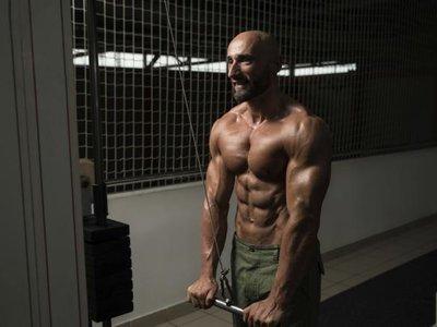 17 ejercicios para trabajar todo el cuerpo con poleas