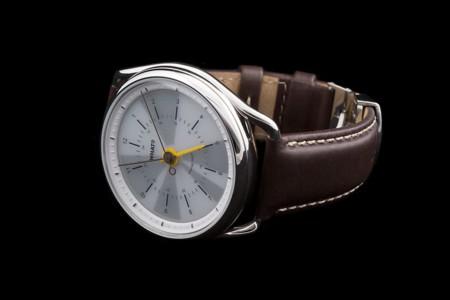 Este elegante smartwatch integra un sistema mecánico junto a una pantalla e-paper