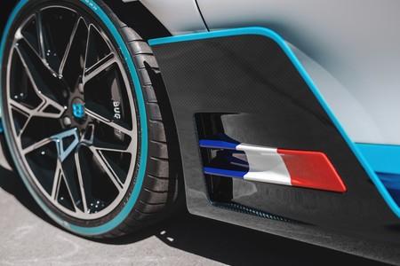Primeras Unidades Del Bugatti Divo Comienzan A Ser Entregadas A Sus Duenos 3