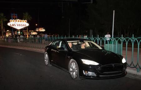 El guionista de 'Resacón en Las Vegas' vive encantado con Tesla