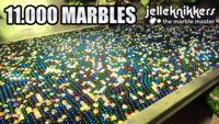 El tsunami de 11.000 canicas en una máquina de Rube Goldberg