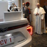 El coche de hidrógeno llega al Vaticano: el Toyota Mirai se tranforma en el nuevo papamóvil