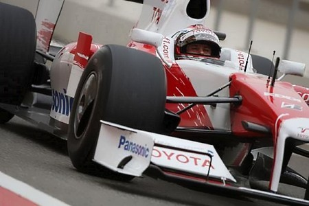 Jarno-Trulli-TF109-cerca.jpg