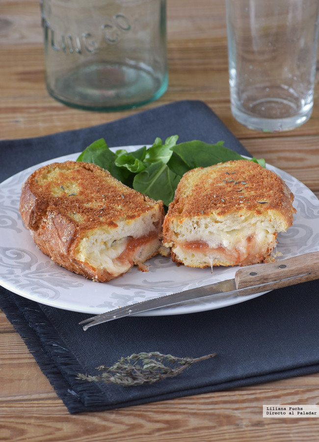 Bocadillo de mozzarella in carrozza con membrillo
