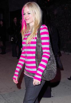Avril Lavigne saca su línea de ropa