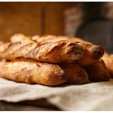 Francia quiere salvar sus símbolos nacionales: la 'baguette' y el 'croissant' están en peligro